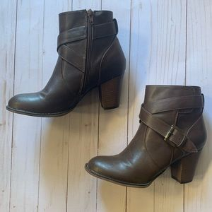 Nine West Size 7.5 Brown Ankle Booties